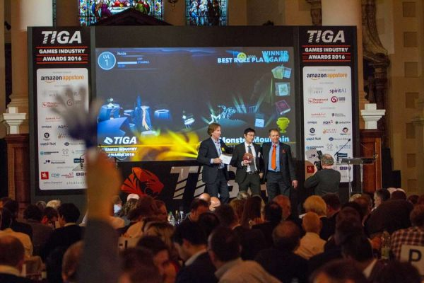 tiga-2016-winners-on-stage-9_result